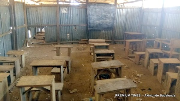 One of the classrooms with desks and chairs that are damaged (Nasarawa)