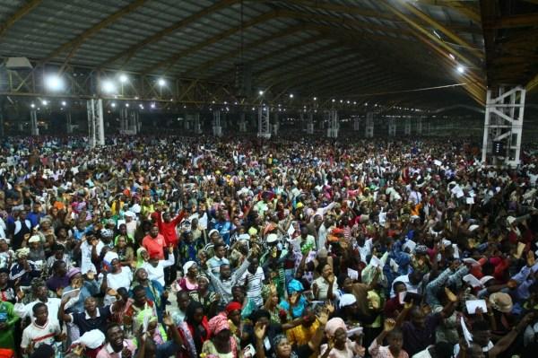 LARGE CONGREGATION Mr ADEBOYE NOW PULLS (1)