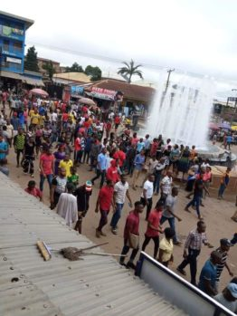 Pandemonium as traders at the Abakpa main market clashed with revenue officials over Internally Generated Revenue (IGR) which allegedly led to the death of one person