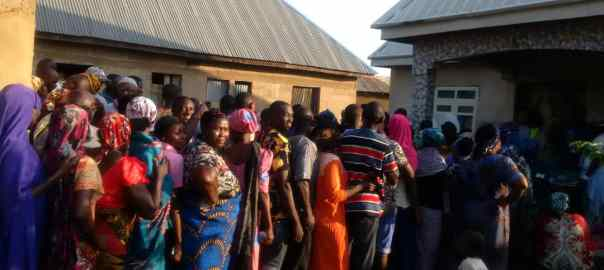 7:30 am, Ward 1, PU 05, Omala LG. Voters are on queue, total number of Registered =760. Coppers address Voters. Unarmed Security personnels on ground.