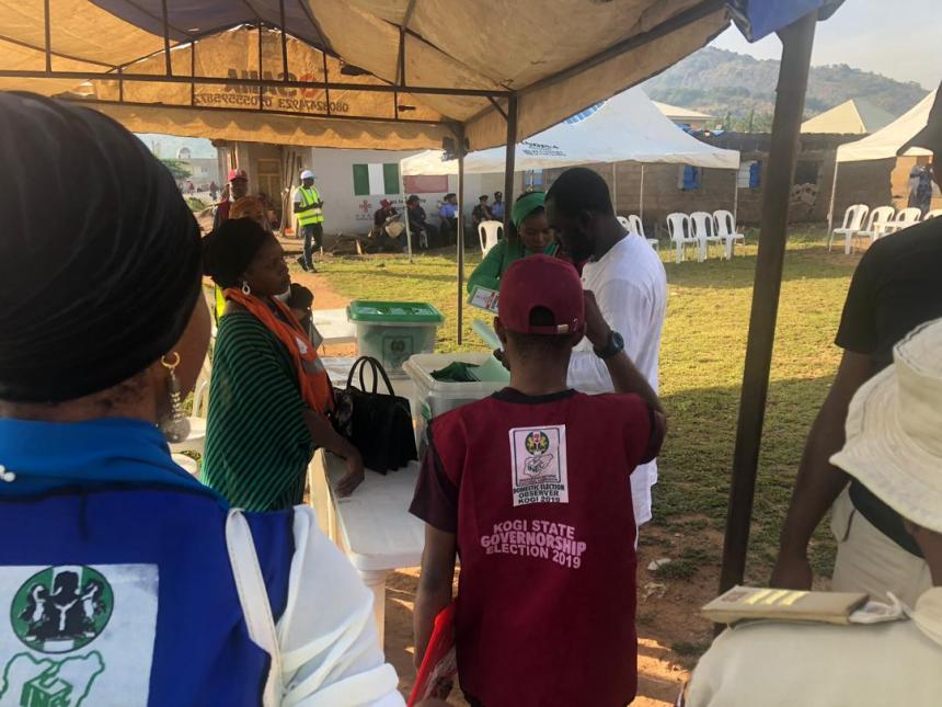 8:10am (Upogoro/Odenku Ward, Unit 11) INEC officials just arrived the polling unit. Governor Yahaya Bello is expected to cast his vote in this polling unit.