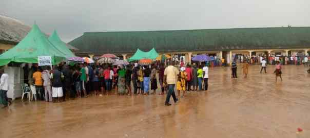 12:31pm at PU3, Ward 6, Epiiepe III, Yenegoa, Bayelsa Voters casting their votes in the rain.