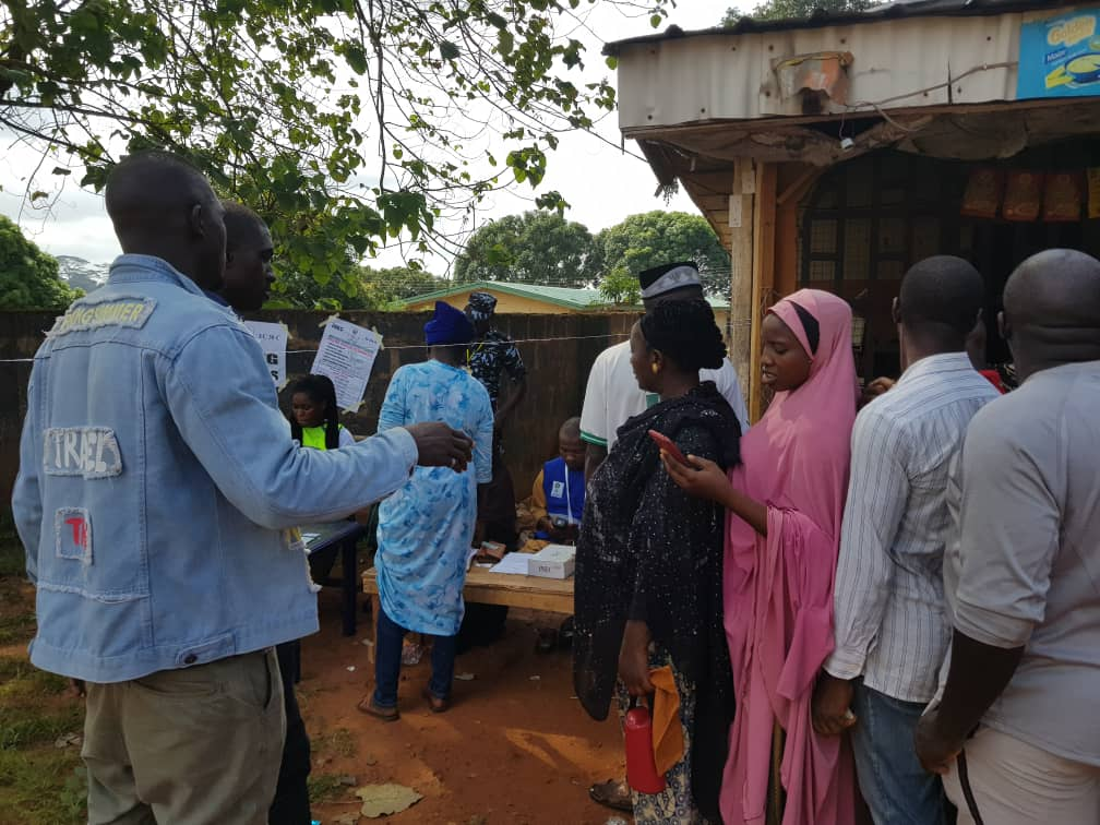 VIDEO: How political parties are inducing voters with money at Lokoja Polling Unit - Voters - Premium Times