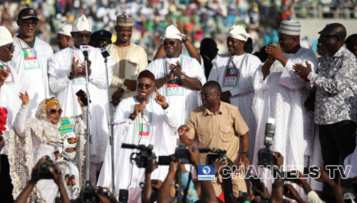 El-Rufai kneels to beg for votes during the Kogi APC Mega rally in Kogi State