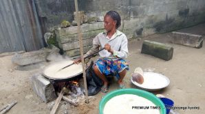Rusi Leso helping her mother process the gari