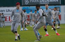 Mikel and team mates during a training exercise [Photo: Twitter @Trabzonspor]