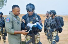 """Enyinna Nwigwe on the set of 'Eagle Wings, the Nigerian Air Force story"""" Twitter DefenseNigeria]"""