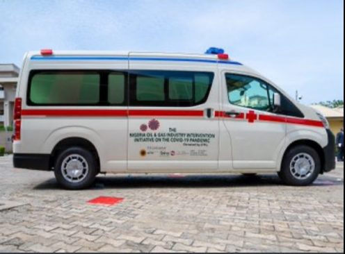 Mr Sanwo-Olu received the ambulances on behalf of the south-west governors. Photo Credit: Lagos governor's Twitter handle)
