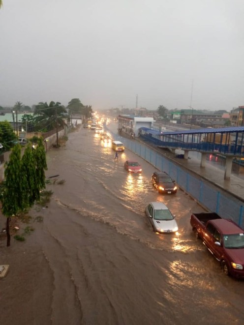 Ikeja Along: Lagos residents battle flood after heavy downpour [PHOTO CREDIT: Premium Times]