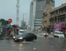 Marina: Lagos residents battle flood after heavy downpour [PHOTO CREDIT: Premium Times]