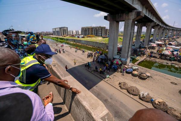 Governor Sanwo-Olu of Lagos, accessing the gridlock caused by trucks in Apapa. [PHOTO CREDIT: Official Twitter handle of Sanwo-Olu]