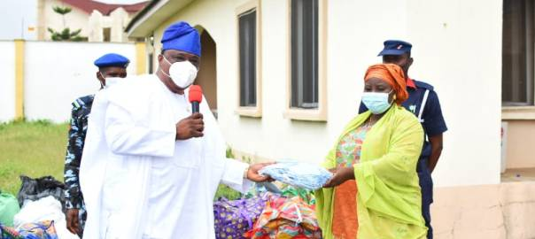 Kwara State Deputy Governor and Chairman @KwaraCovid19 Mr Kayode Alabi presenting face masks to the Commissioner for Education Hajia Fatimah Bisola Ahmed for distribution to schools in the state as part of preparations for their resumption, on Monday.