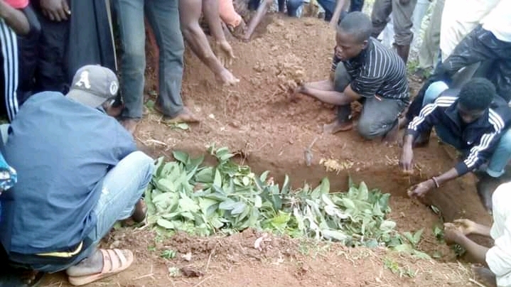 Bilikisu Isa being buried last Sunday after she died from alleged police torture (Credit: James Aparshe)