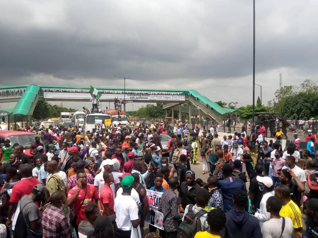 Protesters shut down Lagos-Ibadan expressway