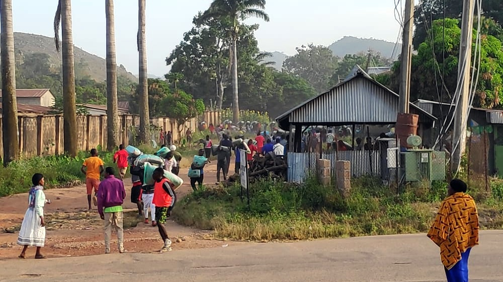 Hoodlums have again invaded a warehouse in Jos, the Plateau State capital.