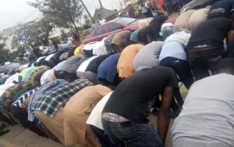 Muslim faithfuls hold Jumaat at #EndSARS protest