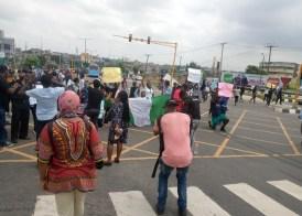 Gridlock as #EndSARS protesters block major Lagos road