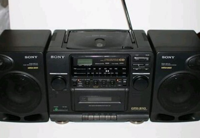 The radio set in high demand in the late 80s and 90s (Credit: Twitter, @Bodasheeee).
