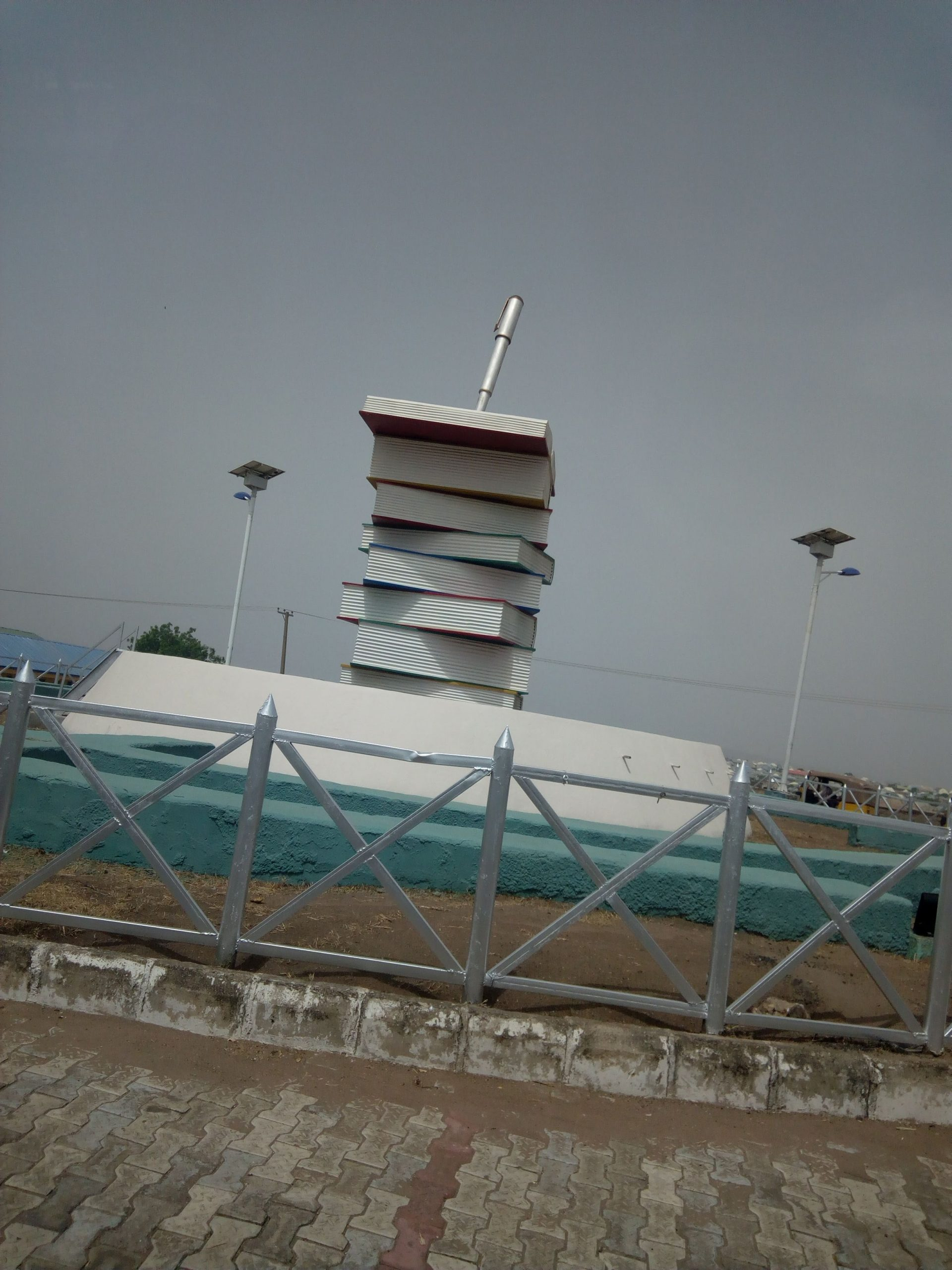 Book-stack design on another Niger road (Credit: Yusuf Akinpelu).