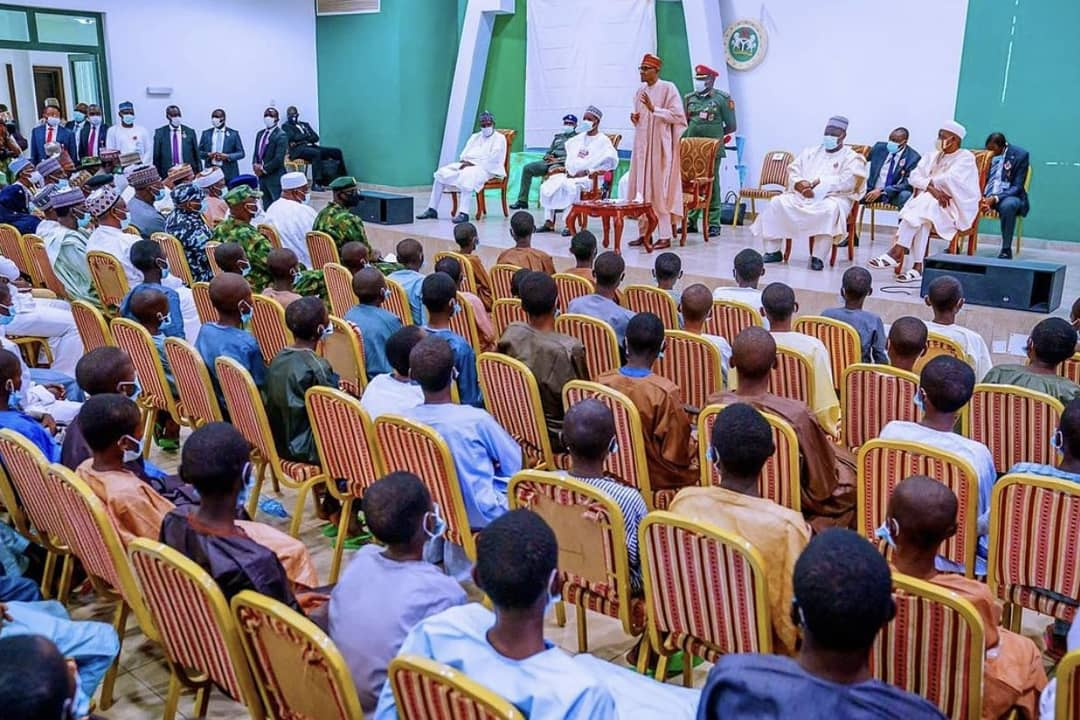 President @MBuhari's meeting with the rescued students of the Government Science Secondary School (GSSS), Kankara earlier today in Katsina. [PHOTO CREDIT: Bashir Ahmad]
