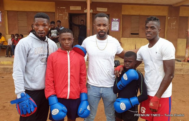 Ruggedman at the Ebenezer Primary School to lend support to Grassroot boxing