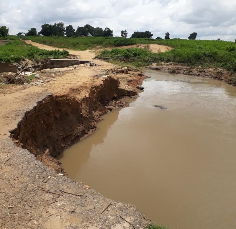 Uncompleted bridge at Tunga Sarki