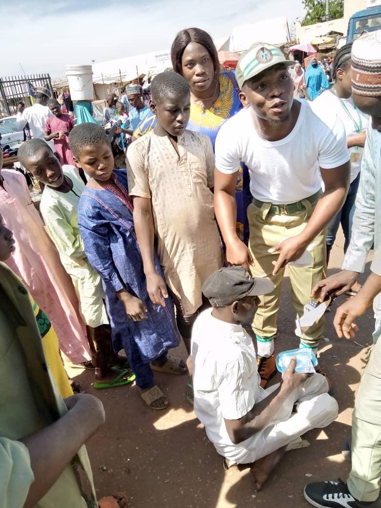 Roland Ochada feeding children and less-privileged people in Sokoto.