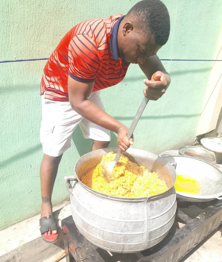 Roland Ochada feeding children on the streets of Ibadan.