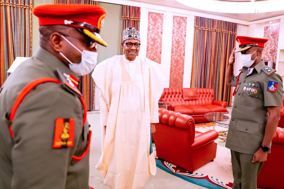 L-R: Outgoing ADC, Col. ML Abubakar, President Muhammadu Buhari, Incoming ADC Lt. Col YM Dodo
