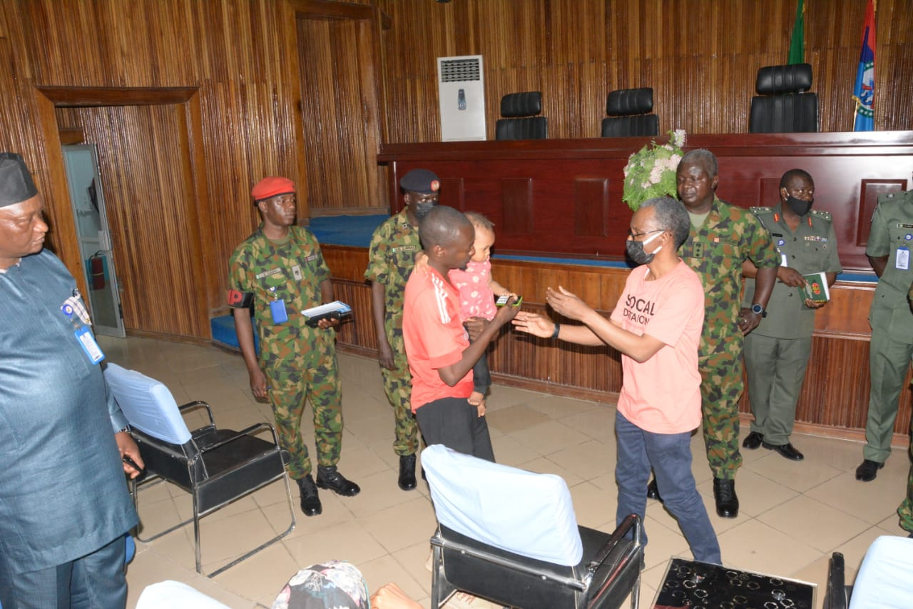 """10 persons kidnapped at the Kaduna airport """"have been rescued"""" by the army"""