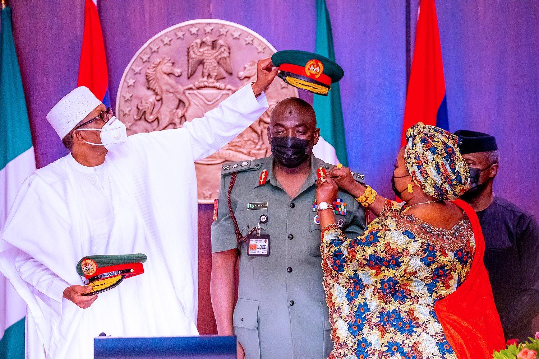 President Muhammadu Buhari decorating Ibrahim Attahiru the Chief of Army Staff as lieutenant general [PHOTO CREDIT: @BashirAhmaad]