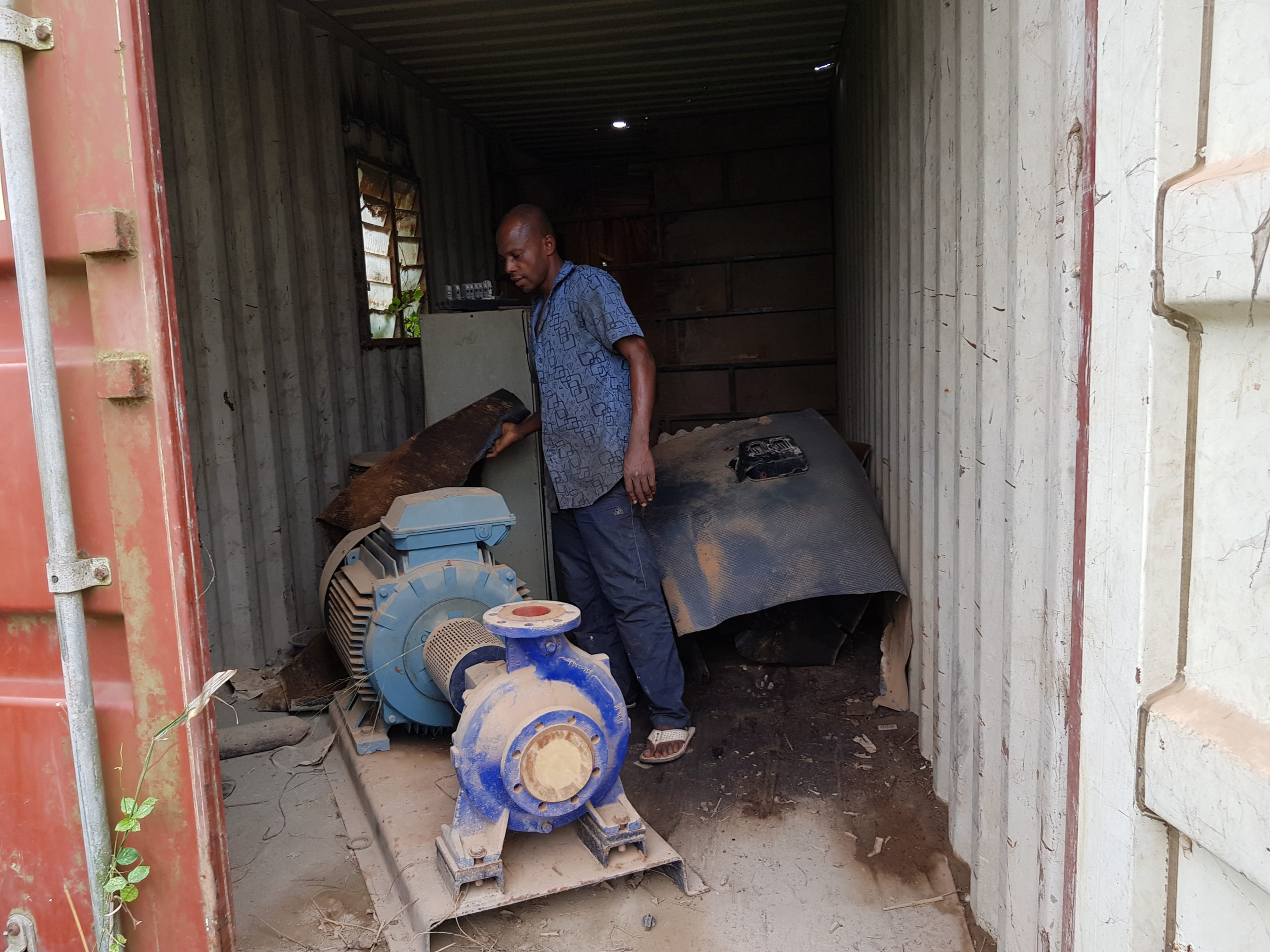 Mr. Salami showing our reporter carcass of generator which components have been stolen at Agbado Isoye Water works