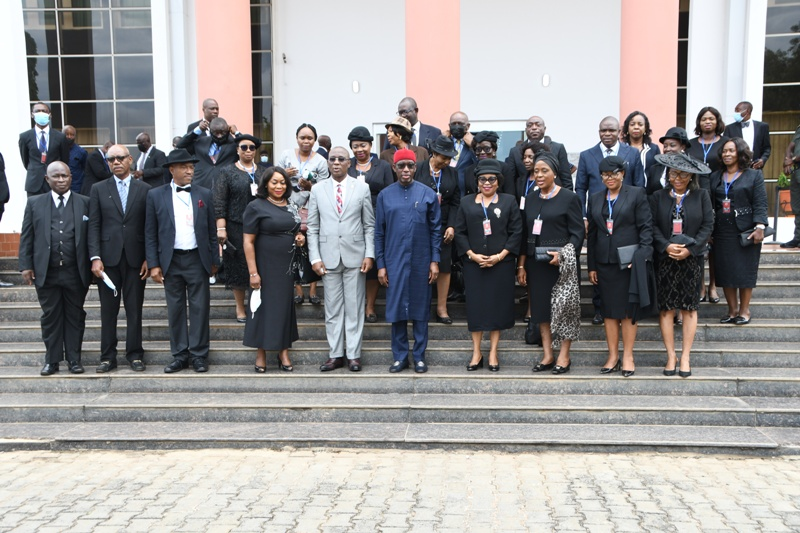 Delta Governor, Senator Dr. Ifeanyi Okowa (6th right) with Judges in the state led by outgoing Chief Judge of the State, Justice Marshall Umukoro (5th left), shortly after their courtesy call on the Governor in Asaba. Tuesday. PIX: BRIPIN ENARUSAI