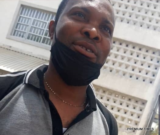 A non-court official at Wuse Zone 2 High Court, Abuja, luring citizens for affidavits