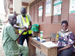 A voter casting his vote at Polling Unit 006 located at Dairy Farm Nurwey and Primary School, Ward F, Agege LGA on Saturday