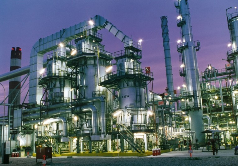 A Refinery used to illustrate the story.