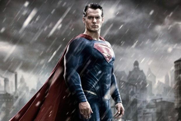 Superman Berganti Kostum Jadi Hitam