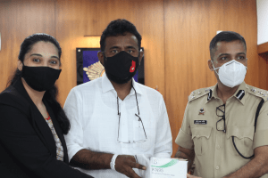 Mumbai Police receive 50,000 N-95 masks from Sydney, donated through a joint initiative by NGO Vision Rescue and Cathay Pacific airlines