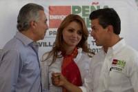 Roberto Madrazo recibe a Enrique Peña en Tabasco. Foto: Miguel Dimayuga