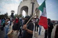 Opositores a Peña Nieto causaron destrozos en avenida Juárez y Reforma. Foto: Alejandro Saldívar