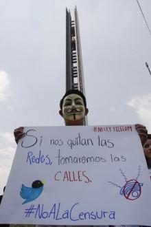 Una protesta contra la ley de telecom en la Estela de Luz. Foto: Hugo Cruz