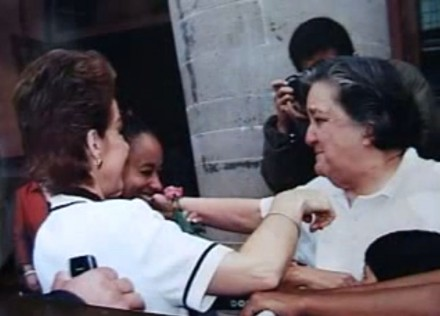 Martha Sahagún, de espaldas, y Mamá Rosa. Foto: Especial
