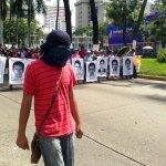Marchan en Acapulco por normalistas desaparecidos. Foto: Germán Canseco