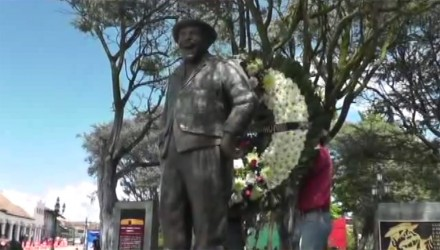 """La estatua del cómico, músico y actor Gaspar Henaine Pérez """"Capulina"""". Foto: Tomada de YouTube"""