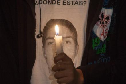 Familiares de los 43 protestan en la PGR. Foto: Octavio Gómez