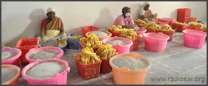 vibhuti packing at sathya sai ashram