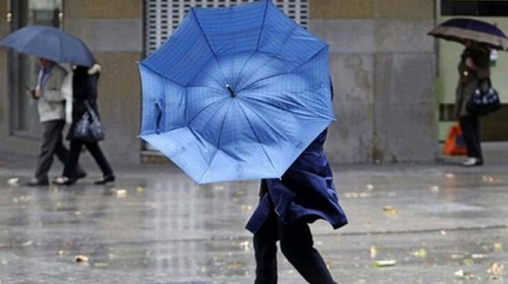 Se strică vremea. Ploi, vânt puternic şi vreme rece în toată ţara