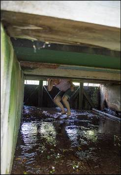 under-bron