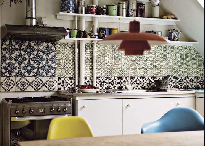 colorblock in the kitchen backsplashes