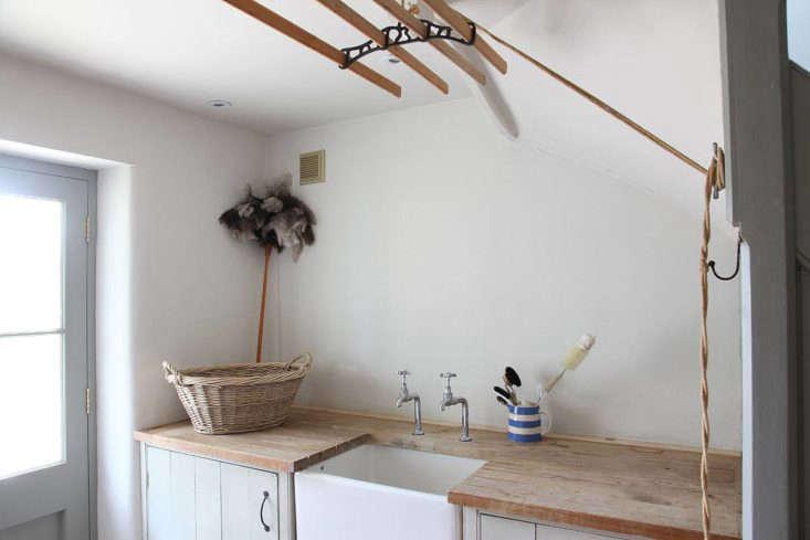 simple summer laundry room
